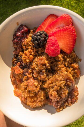 Peach and Berry Oatmeal Crockpot Bake